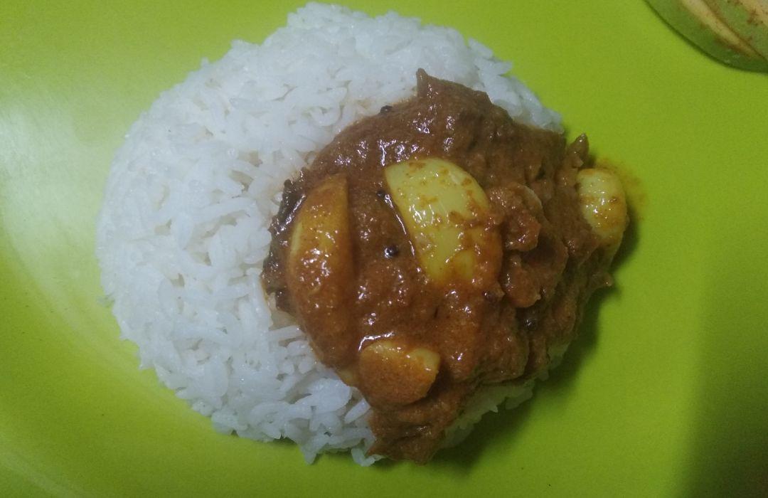 Poondu Kuzhambu /Garlic stew
